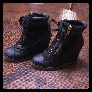 Report Wedge combat boots- black- lace & zip